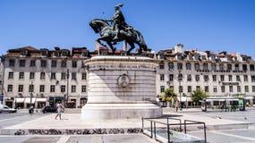 Staty i brons av konungen Joao I av Portugal i den Figueira fyrkanten. Arkivfoto