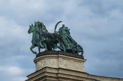 Staty i hjältar fyrkantiga Budapest royaltyfria bilder