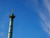 Staty i klar dag för blå himmel Fotografering för Bildbyråer