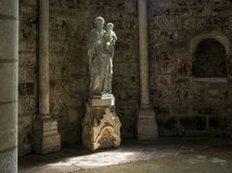 Staty i Orbais Abbaye i kyrka Royaltyfria Foton