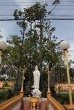 Staty i Vinh Trang Chua i Vietnam royaltyfria bilder