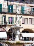 Staty Madonna Verona i den Verona staden i vår Royaltyfri Fotografi