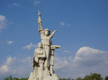 Staty och monument av den vietnamesiska soldaten Royaltyfria Bilder