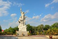 Staty och monument av den vietnamesiska soldaten Royaltyfri Fotografi