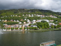 Staty på byggnad i Bergen Royaltyfria Bilder