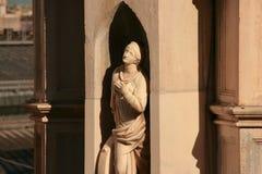 Staty på den Milan domkyrkan arkivbild