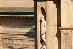 Staty på den Milan domkyrkan royaltyfria foton