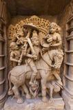 Staty på den Rani Ki Vav momentwellen arkivbild