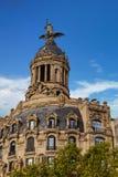 Staty på gammal Barcelona byggnad Arkivfoton