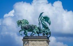 Staty på hjältens fyrkant royaltyfri foto