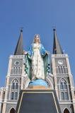 Staty på katolska kyrkan Fotografering för Bildbyråer