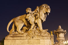 Staty på Paris Pont Alexandre III Royaltyfria Foton