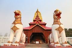 Staty på Wat Wang Wiwekaram Kanchanaburi arkivbilder