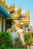 Staty som bevakar den Kek Lok Si China templet i George Town Penan royaltyfria foton