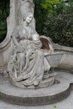 Staty som föreställer en moder och hennes barn - Lille - Frankrike Royaltyfria Foton