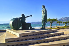 Statyer av Alexander den stora och grekiska filosopheren Diogenes Arkivfoto