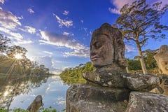 Statyer av Angkor Thom Royaltyfri Bild