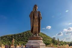 Statyer av Buddha på thipsukhontharam i Thailand Arkivbild