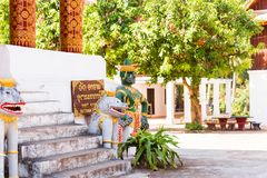 Statyer av buddistiska gudar, Luanghabang, Laos Kopiera utrymme för text Arkivbilder