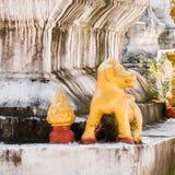 Statyer av buddistiska gudar, Luanghabang, Laos Närbild Arkivbild