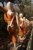 Statyer av buddistiska nunnor Arkivfoto