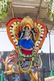 Statyer av de indiska gudarna Brahma Vishnu Durga Shiva Ganesha som göras med blommor för den Masi Magam festivalen royaltyfria bilder