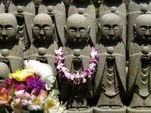 Statyer av den Jizo bodhisattvaen på den Hase-Kannon templet, Kamakura, Japan Royaltyfri Bild