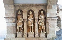 Statyer av dynasti för ¡ D för Ã-rpà gör till kung på den budapest slotten royaltyfria bilder