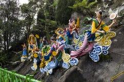 Statyer av feer på moln som drar en vagn med den placerade himla- Motherisen, Chin Swee Temple, Genting högland, Malaysia Arkivfoton