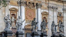 Statyer av helgonen royaltyfria bilder
