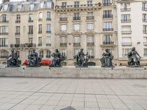 Statyer av sex continets framme av det D-`-Orsay museet Fotografering för Bildbyråer