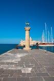 Statyer för Mandraki hamn- och bronshjortar, Grekland Royaltyfri Fotografi