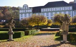 Statyer i den Furstenfeld abbotskloster parkerar Royaltyfri Foto