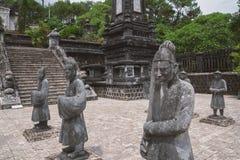 Statyer i den Khai Dinh gravvalvet i Hue Vietnam Arkivbilder