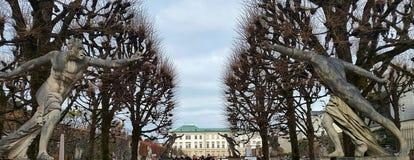 Statyer i den Salzburg Mirabell slotten royaltyfri foto