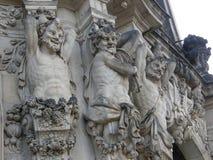 Statyer i den Zwinger slotten i Dresden, Sachsen, Tyskland Fotografering för Bildbyråer