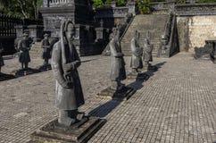 Statyer i imperialistiska Khai Dinh Tomb i ton, Vietnam Arkivbild