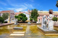 Statyer i Mutamid parkerar, Silves, Portugal arkivbild