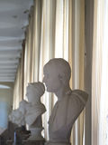 Statyer inom slotten av Fontainebleau, Frankrike Arkivfoton