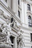Statyer nära Hofburgen royaltyfri foto