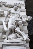 Statyer nära Hofburgen royaltyfri fotografi