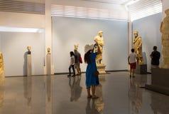 Statyer och lättnader i Aphrodisiasmuseet, Ayd? n Aegean region, Turkiet - Juli 9, 2016 royaltyfri bild
