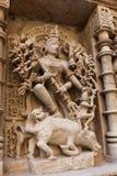 Statyer på den Rani Ki Vav momentwellen royaltyfria bilder