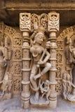 Statyer på den Rani Ki Vav momentwellen arkivfoto