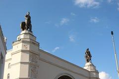 """Statyer på paviljongâ""""en – utrymme` för 32 ` på VDNKh Royaltyfri Foto"""