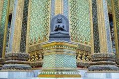 Statyerna av Buddha på Phra Mondop royaltyfria foton