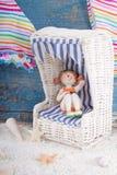 Statyett i dockamöblemang - ferie, sommar eller strandbegrepp Fotografering för Bildbyråer