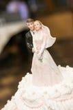 Statyetter av bruden och brudgummen Arkivfoto