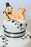 Statyetter för kaka för brölloptemafondant - vovvar brud och brudgum arkivfoto