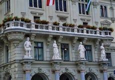 Statyetterna på stadshuset av Graz royaltyfri foto